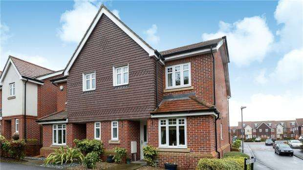 3 Bedrooms Semi Detached House for sale in Keens Lane, Guildford, Surrey