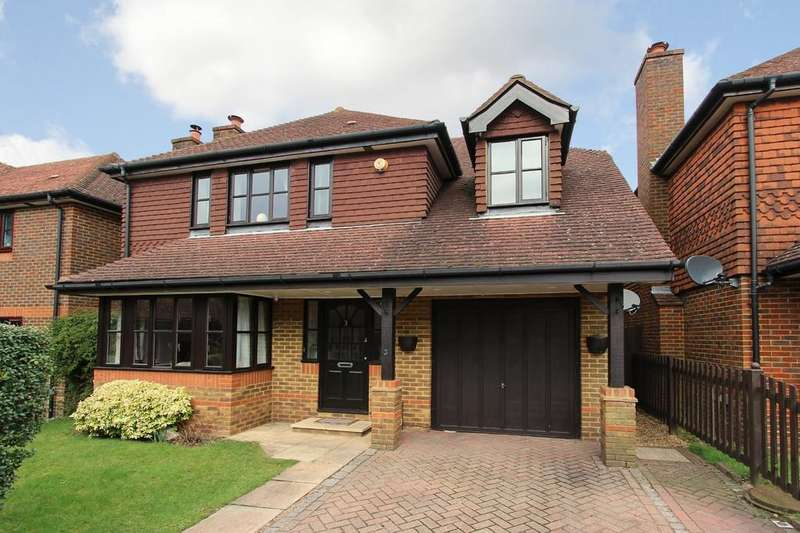 5 Bedrooms Detached House for sale in Hawthorn Close, Banstead