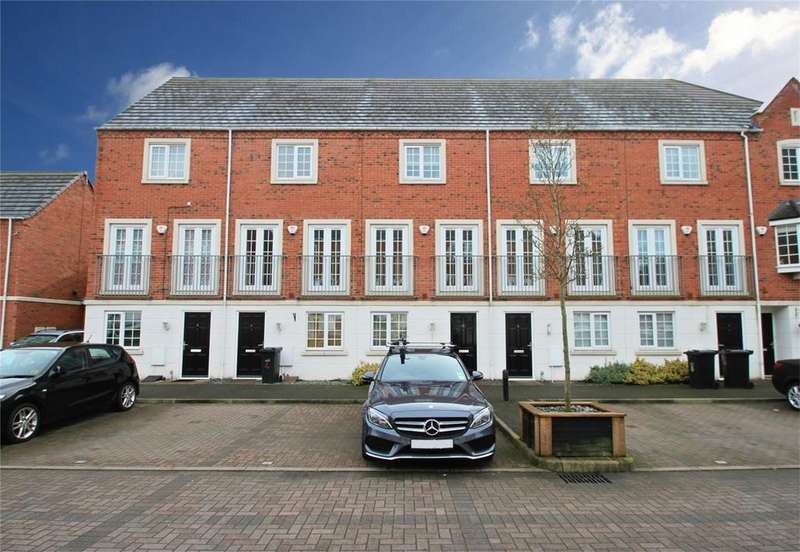 3 Bedrooms Town House for sale in Donnington Court, DUDLEY, West Midlands
