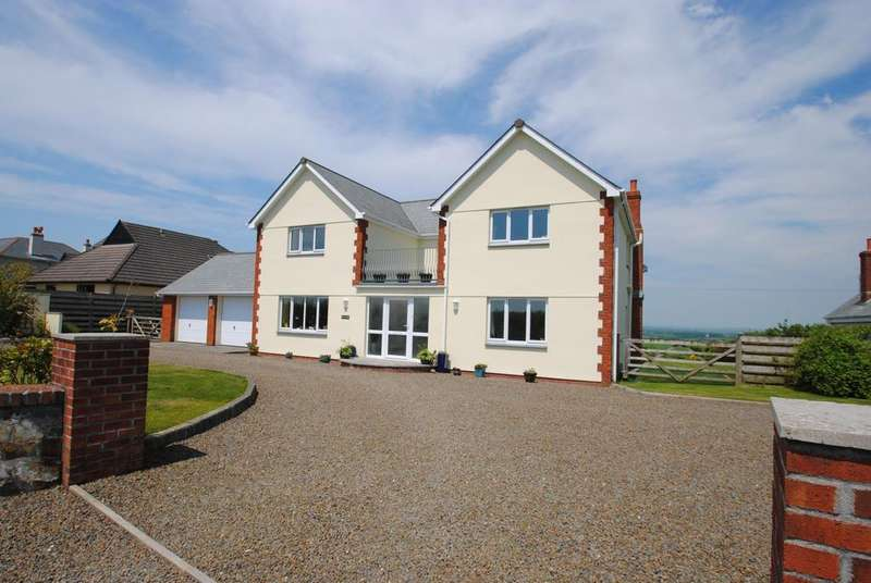 4 Bedrooms Detached House for sale in Whitstone
