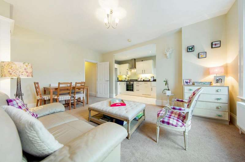 2 Bedrooms Flat for sale in Hopton Road, SW16
