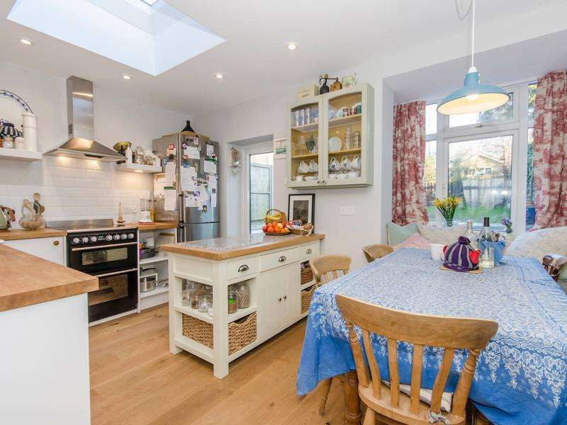 4 Bedrooms Terraced House for sale in Sydney Road, N10