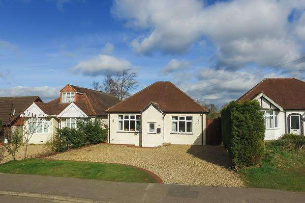 3 Bedrooms Detached Bungalow for sale in The Rise, Park Street, St Albans, AL2