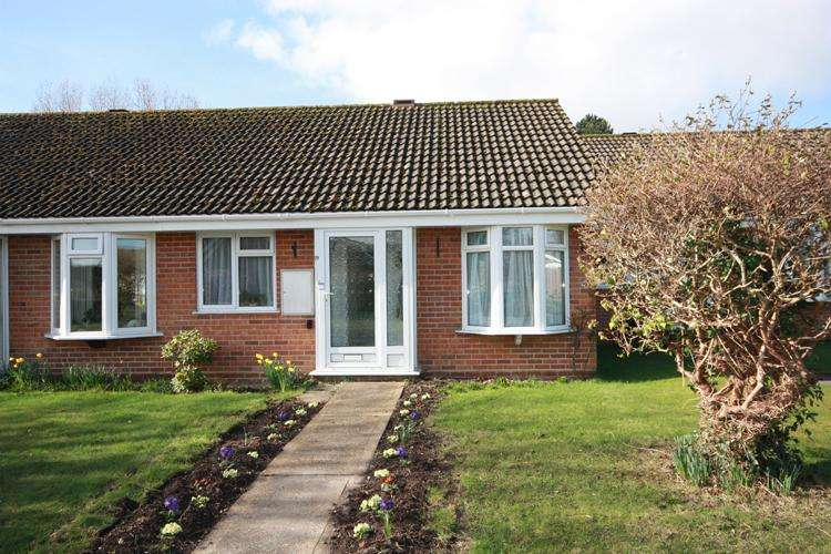 2 Bedrooms Terraced Bungalow for sale in Little Dene Copse, Lymington SO41
