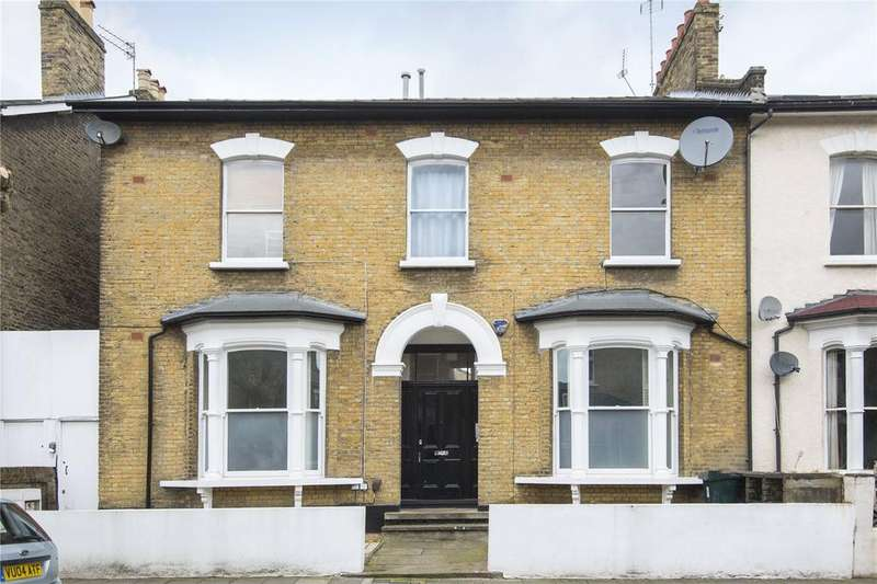 3 Bedrooms Flat for sale in Goulton Road, London, E5