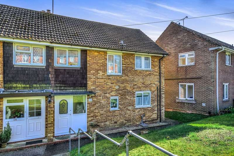 3 Bedrooms Property for sale in Wavell Way, Winchester, SO22