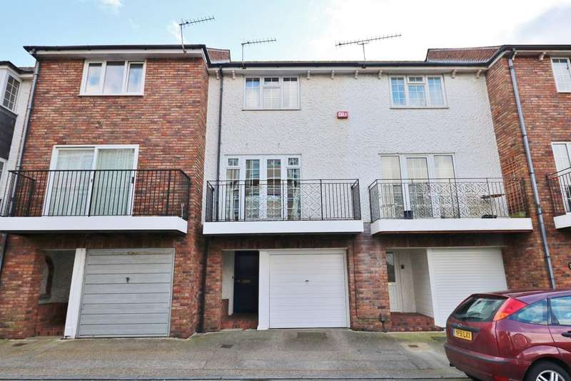 3 Bedrooms Town House for sale in Cecil Place, Southsea