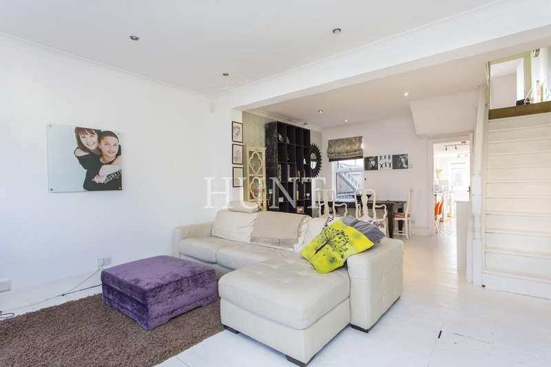 5 Bedrooms Terraced House for sale in Chingford, Essex E4