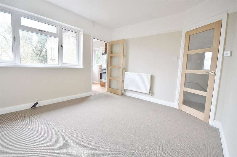 2 Bedrooms Maisonette Flat for sale in Vernon Close, St. Albans, Hertfordshire, AL1
