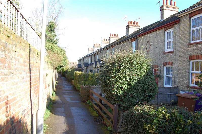 2 Bedrooms Terraced House for sale in Chalkdell Path, Hitchin