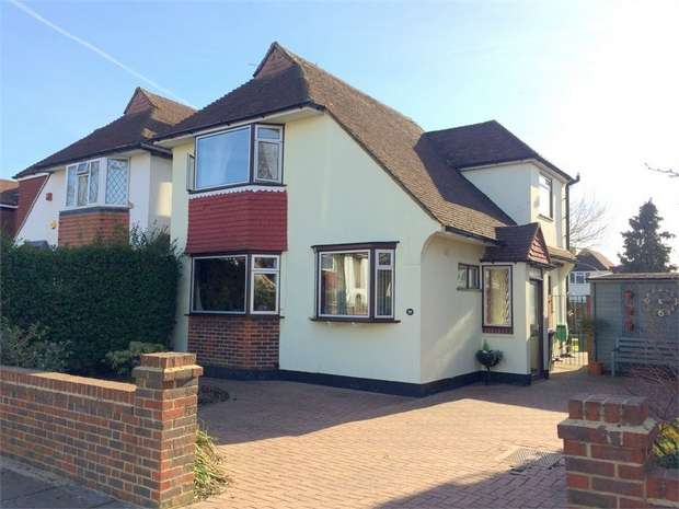 3 Bedrooms Detached House for sale in South Lane, New Malden