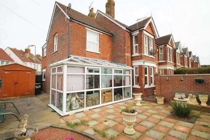 1 Bedroom Flat for sale in Cambridge Road, Lee-on-the-Solent, Hampshire