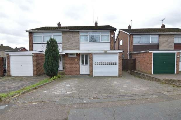 3 Bedrooms Semi Detached House for sale in Oakdene, Cheshunt, Hertfordshire
