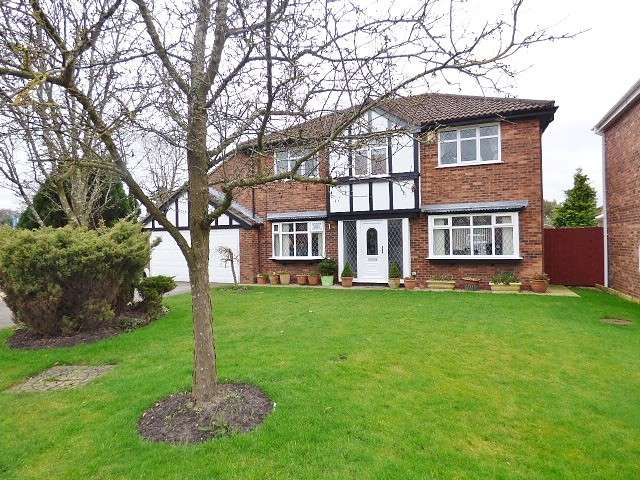 5 Bedrooms Detached House for sale in Blackshaw Drive, Westbrook, Warrington