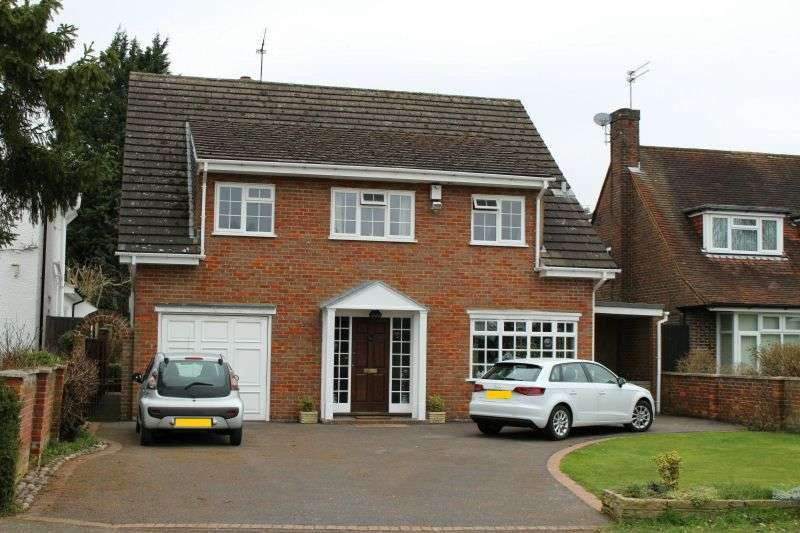 4 Bedrooms Detached House for sale in Beacon Way, Rickmansworth, Herefordshire, WD3