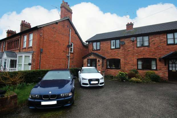 3 Bedrooms Semi Detached House for sale in Talbot Street, Whitchurch, Shropshire, SY13 1PS