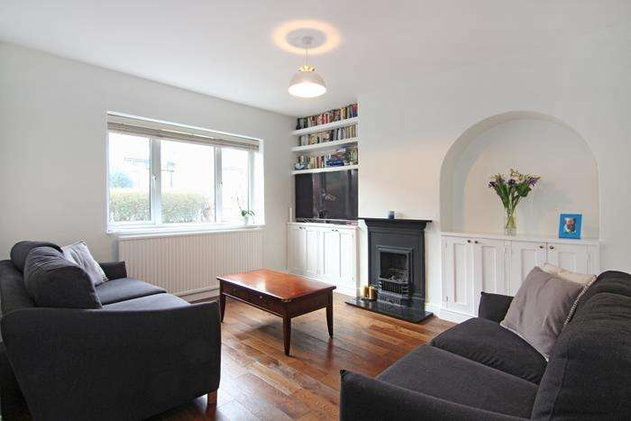 3 Bedrooms Terraced House for sale in Swinburne Road, London