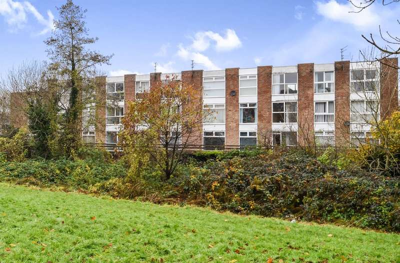 2 Bedrooms Apartment Flat for sale in Howard Court, Barry