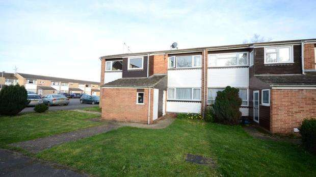 2 Bedrooms Maisonette Flat for sale in Rickman Close, Woodley, Reading