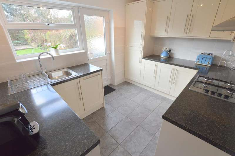 3 Bedrooms Semi Detached House for sale in Lalleford Road, Vauxhall Park, Luton, LU2 9JF