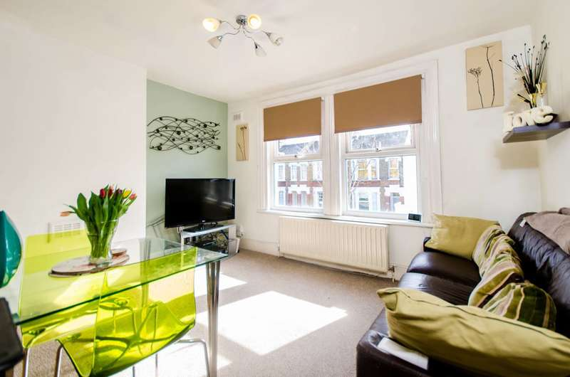 2 Bedrooms Flat for sale in George Lane, Hither Green, SE13