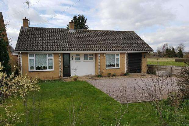 2 Bedrooms Bungalow for sale in Wimblington Road, March, PE15