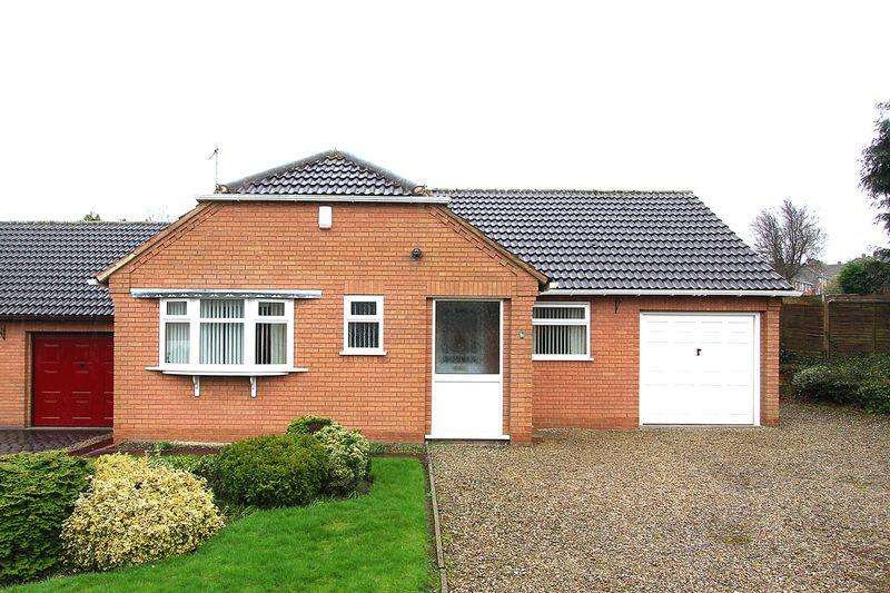 2 Bedrooms Detached Bungalow for sale in WOLVERHAMPTON/SEDGLEY, Rodway Close