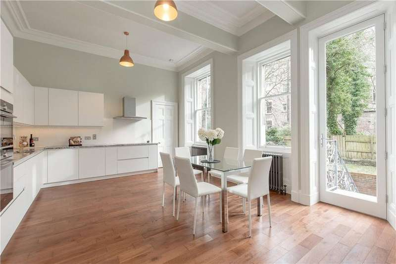3 Bedrooms Flat for sale in Warrender Park Crescent, Marchmont, Edinburgh, EH9