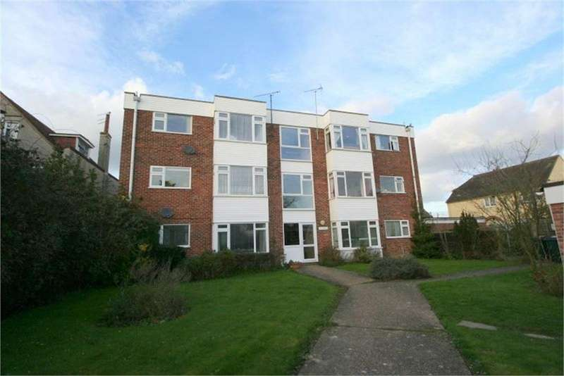 2 Bedrooms Flat for sale in Greenway, FRINTON-ON-SEA, Essex