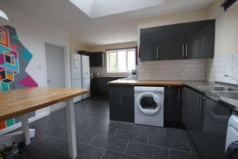 6 Bedrooms House for rent in Hillside, Brighton