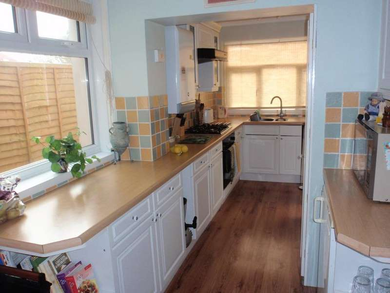 5 Bedrooms Semi Detached House for rent in Columbia Road, Ensbury Park
