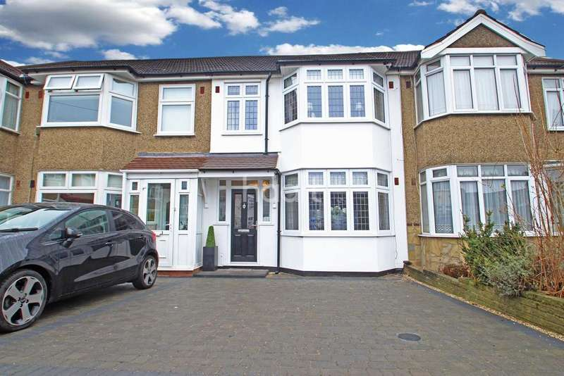 3 Bedrooms Terraced House for sale in Clunas Gardens, Gidea Park