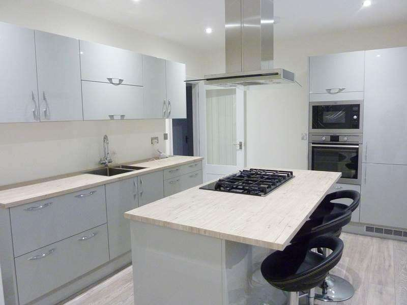 2 Bedrooms Bungalow for rent in Hare Hatch