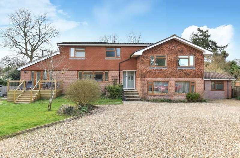 5 Bedrooms Detached House for sale in Lindford Road, Lindford, Bordon, GU35