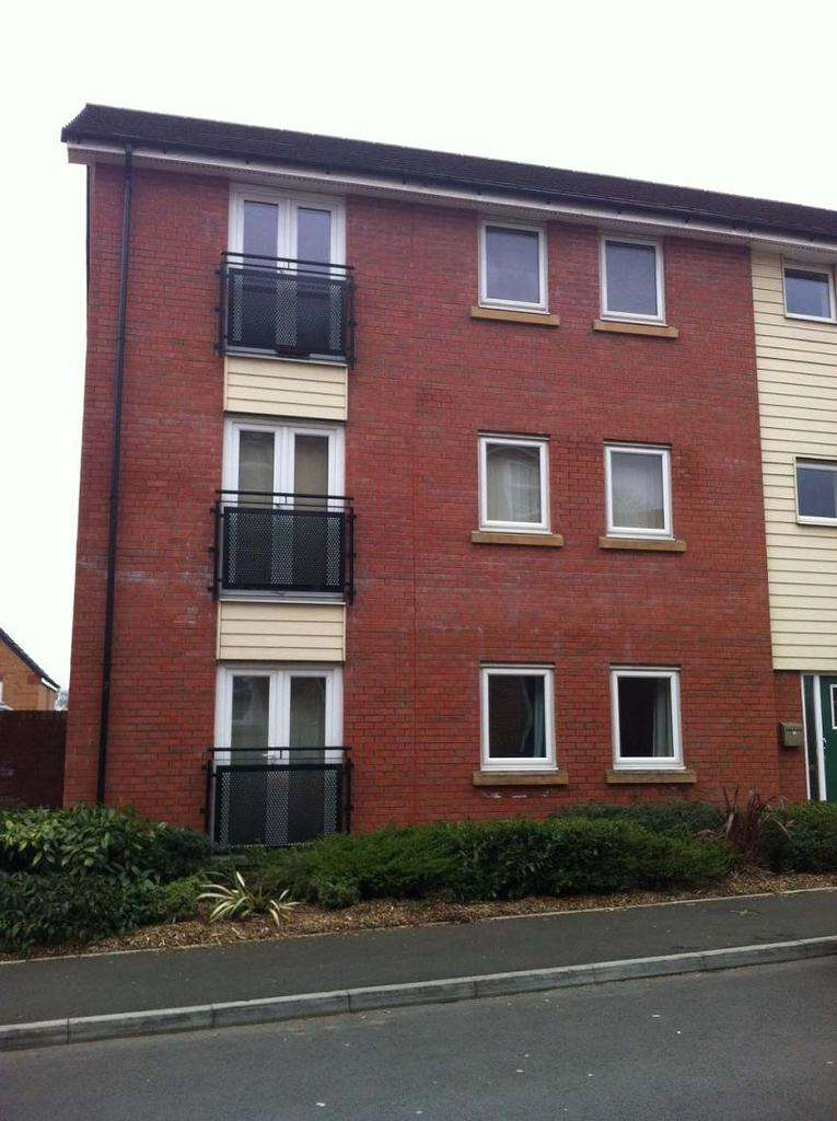 2 Bedrooms Flat for sale in Longacres , Bridgend, Bridgend.