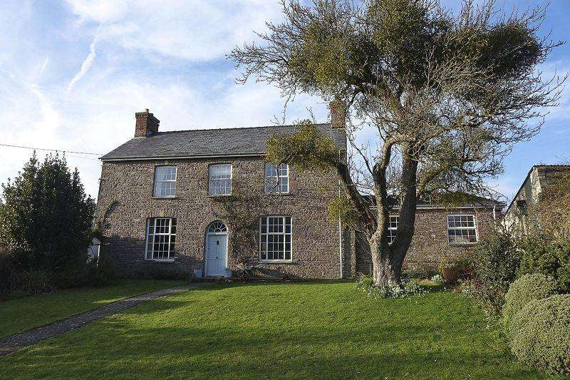 5 Bedrooms Detached House for sale in Cwmdu, Crickhowell, Powys.