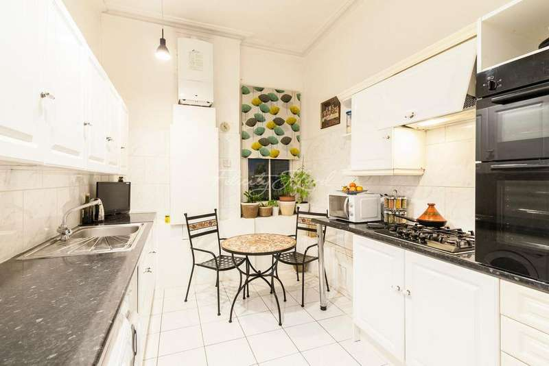 3 Bedrooms Flat for sale in Grosvenor Road, Chiswick W4
