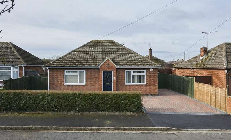2 Bedrooms Detached Bungalow for sale in Rowan Avenue, Market Harborough, Leicestershire