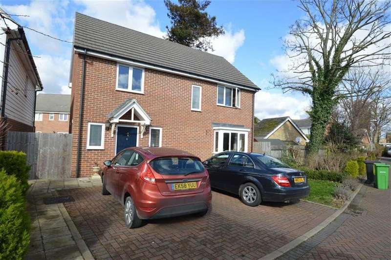 4 Bedrooms Detached House for sale in Laurel Court, Rochford, Essex