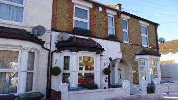 3 Bedrooms Terraced House for sale in Parkgate Road, WD24