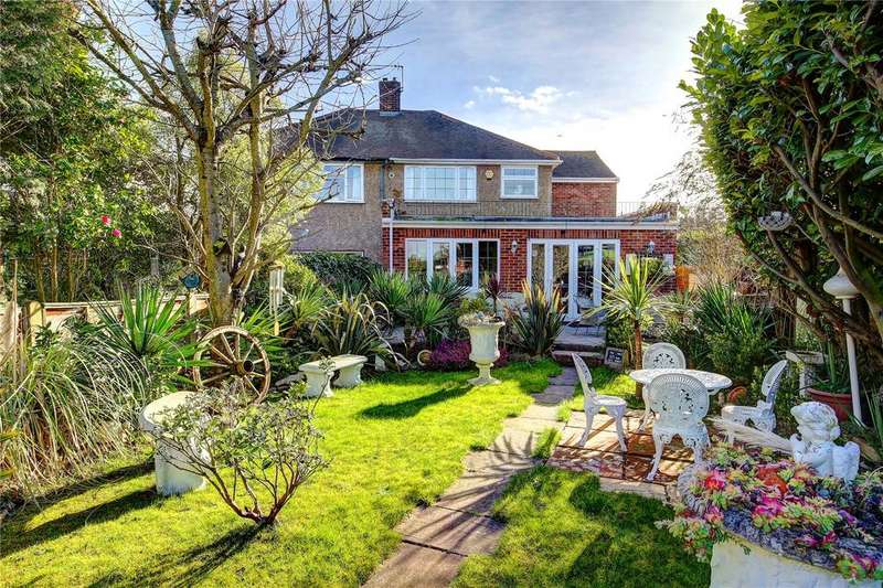 4 Bedrooms Semi Detached House for sale in Gilmore Crescent, Ashford, TW15
