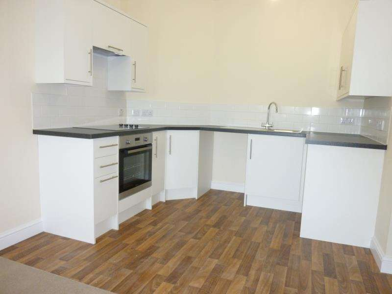 2 Bedrooms Flat for sale in Burford Road, Carterton, Oxon