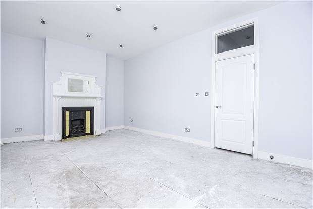 3 Bedrooms Maisonette Flat for sale in Headcorn Road, THORNTON HEATH, CR7