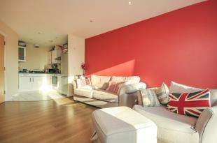 1 Bedroom Flat for sale in Cherrywood Lodge, Birdwood Avenue, London