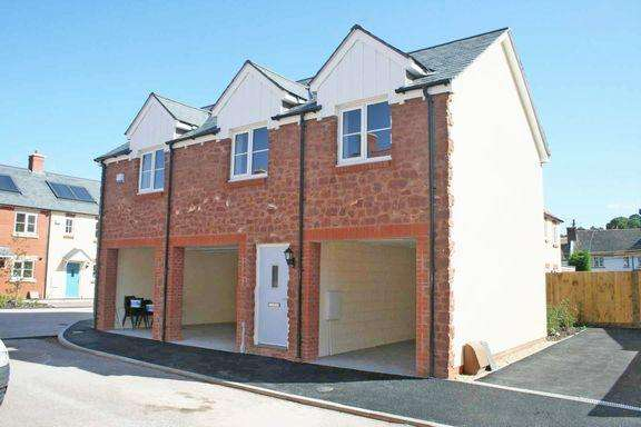 2 Bedrooms Town House for sale in Williton