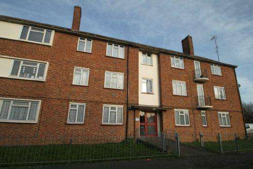 3 Bedrooms Flat for sale in North Burnham Close, Burnham