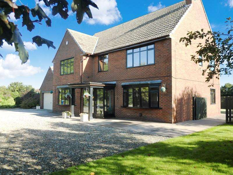5 Bedrooms Detached House for sale in Middle Lane, Preston, Hull