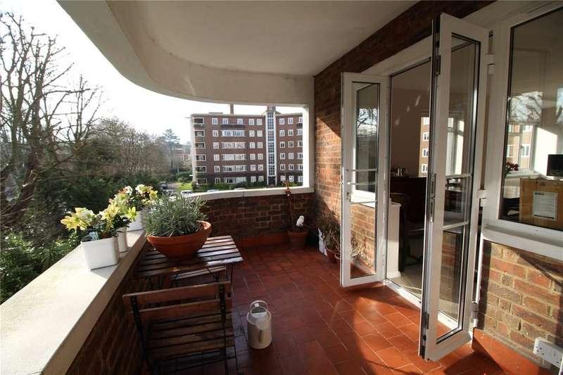 3 Bedrooms Flat for sale in Queens Court, Queens Road, Richmond, Surrey
