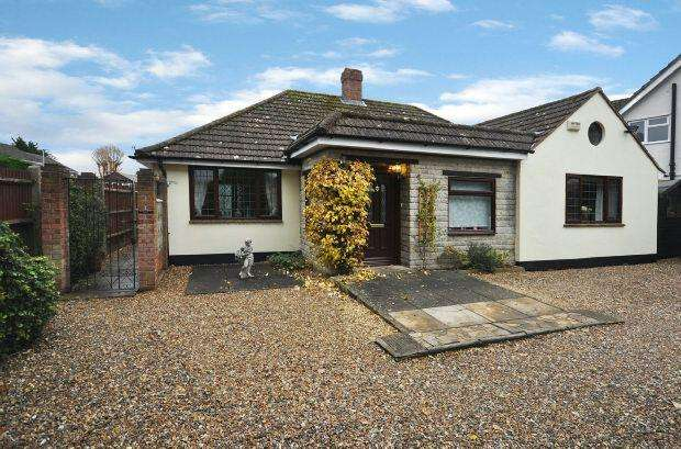 3 Bedrooms Detached Bungalow for sale in Tiverton Close, Woodley, Reading,