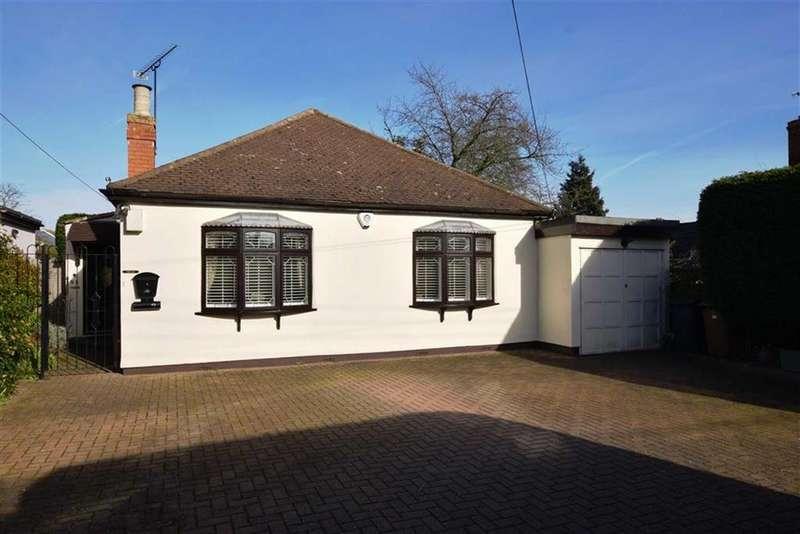 3 Bedrooms Bungalow for sale in Park Lane, Ramsden Heath, Billericay, Essex